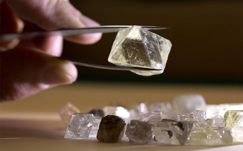Read more about the article ALROSA auctions confirm demand for high-quality diamonds