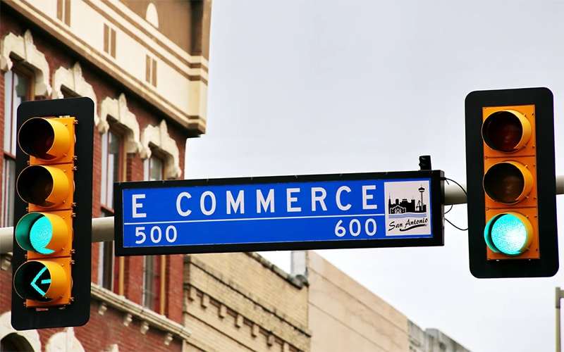 Read more about the article Holiday E-Commerce Sees Signet Sales Soar